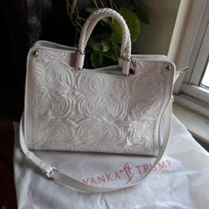Women's Textured Perse Bag Handware Crossbody Zip.